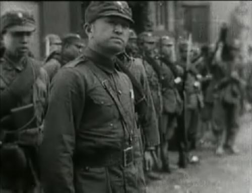 La seconde partie du film fait la part belle à l'armée de Shanghai