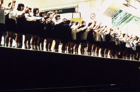suicide-club-subway-school-children