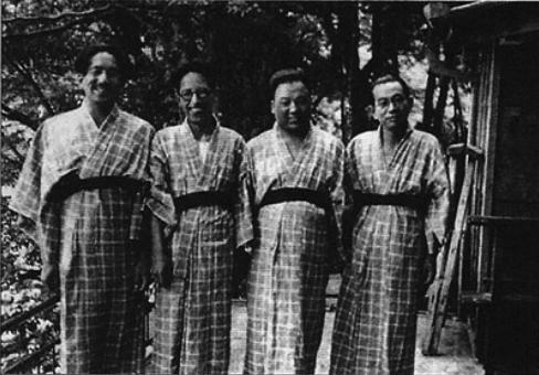 De gauche à droite : Ozu Yasujirô, Noda Kôgo, Shimizu Hiroshi et Mizoguchi Kenji