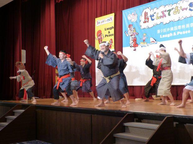 Spectacle de kachishi, danse traditionnelle d'Okinawa