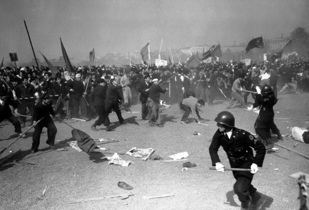 manifestation pro-communiste japon 1952